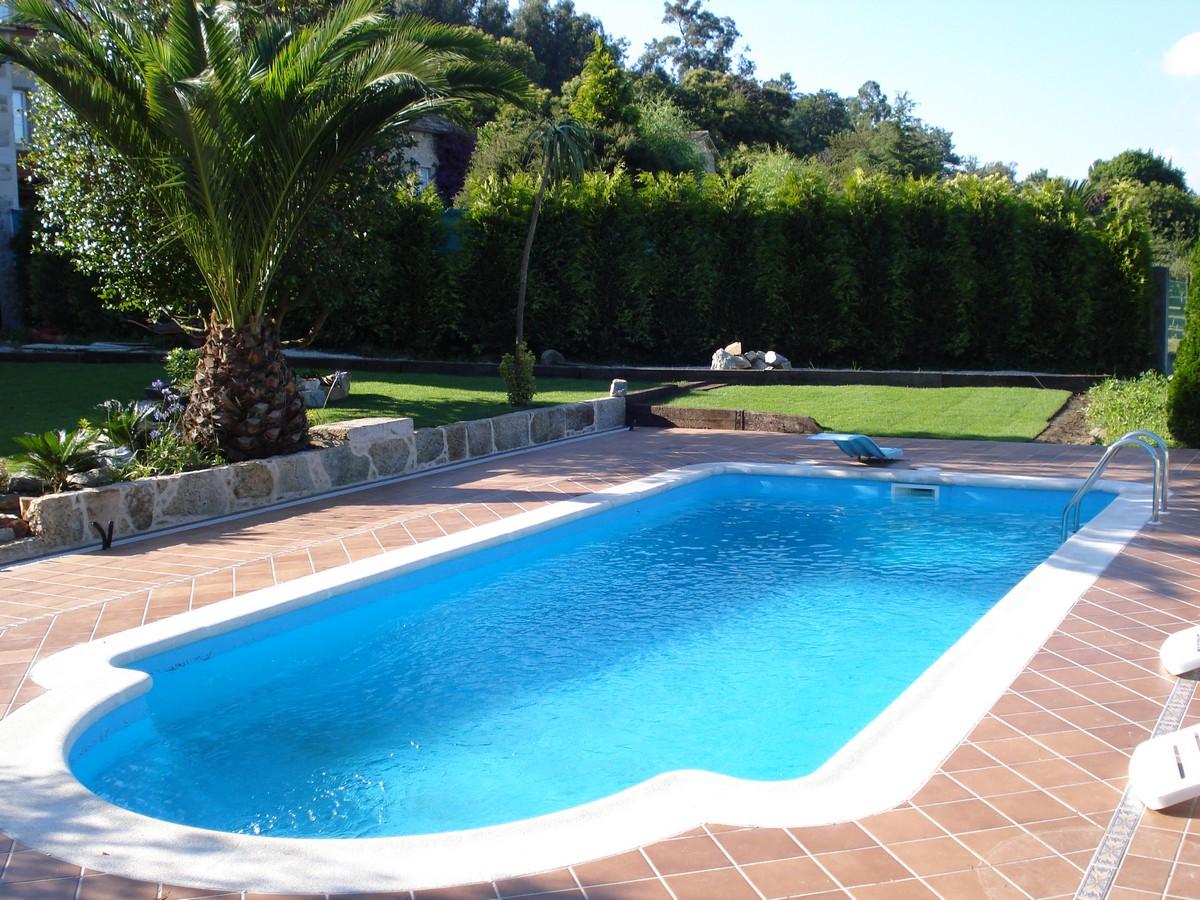 Precio piscinas poliester excellent minipiscina corazn for Ofertas piscinas poliester